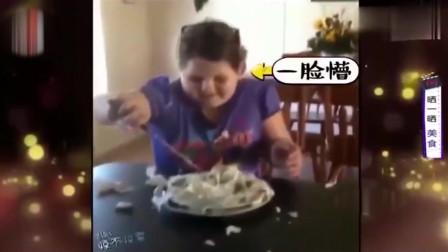 家庭幽默录像:小姑娘收到超大蛋糕 当她切开蛋糕的那一刻 看把你妈妈笑成啥样了
