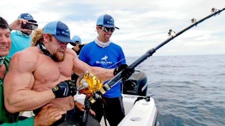 海里的大鱼力气有多大?世界摔跤冠军现场挑战,这下长见识了!