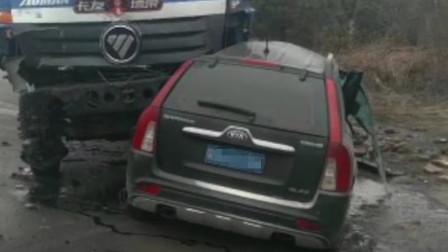 陕西3名民警遇车祸因公殉职 涉事车辆被碾压变形