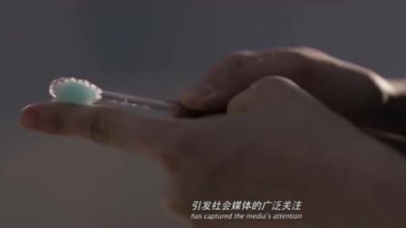 我是证人:盲人杨幂真是惨,连牙膏都要县挤在手上