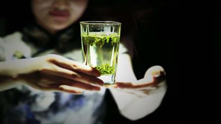 喝绿茶对慢性咽炎有用吗?不再纠结!揭底绿茶的功效与作用,一招远离老咽炎!附配方2则!