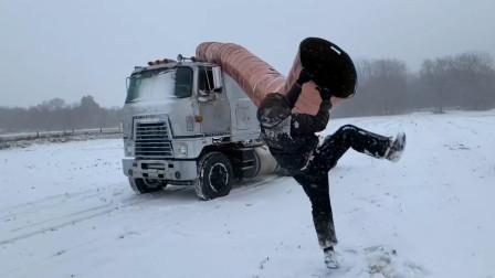 十几个油桶焊在一起,做成卡车大烟囱,这家伙不用上班吗?