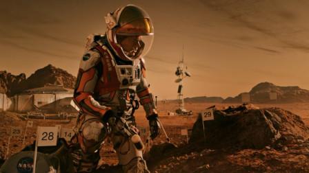 美国宇航员被留在火星,种了半年土豆,在中国帮助下回地球