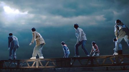 日本漫改电影,只要过桥就能拿到1000万,可男子才走几步就崩溃了