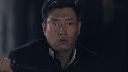 决战燕子门:陈宇拿着刀捅向身后的兄弟,为了摆脱嫌疑还伤了自己