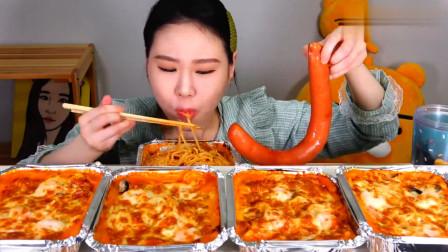 大胃王卡妹一口气吃五碗芝士意面,配上香肠大口咀嚼,太诱人了!
