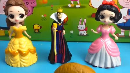 白雪是个好孩子,贝尔是个坏孩子,王后就把好东西给她吃,小朋友不听话的哪给什么东西他吃呀?