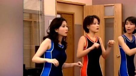 扫黄先锋-暗娼们在集训,正赶大老板过来挑人,女子故意去搭讪