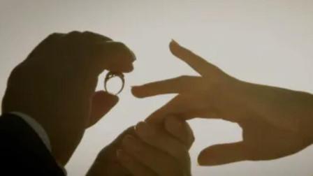 大叔为检测真爱,给女友带上了一枚戒指,不是真爱对方就会消失!