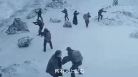 雇佣兵钻入雪山腹地,不料惊醒雪底的千年齿鲨,这下惨了!