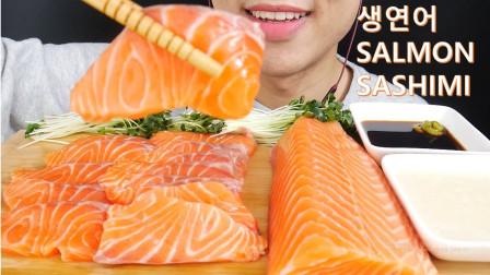 """韩国ASMR吃播:""""柔软的三文鱼生鱼片"""",看着真诱人,吃得真馋人"""