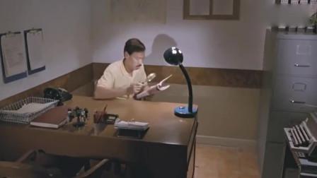 周星驰找了一份所有男人都梦寐以求的工作,有些东西还要拿放大镜放大研究