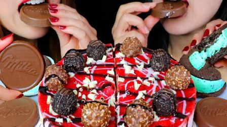 ☆ Kim&Liz ☆ 草莓白巧克力蛋糕+费列罗巧克力球、妙卡巧克力威化饼、曲奇薄荷巧克力冰淇淋三明治 食音咀嚼音(新)