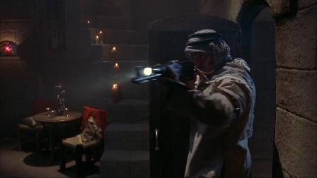 好莱坞动作大片,美特种兵突击武装分子,在墙上炸个出口撤离