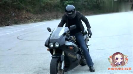 孤男寡女:华少学摩托车投失常同事所好追求她,遭众人围而发飙