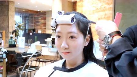 越来越多妹子选择刘海一起烫的卷发,时尚不老气,优雅气质真好
