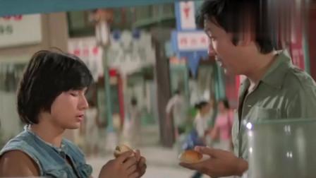 唐人街功夫小子:小伙出国什么都不懂,学男子喝饮料,结果出了糗