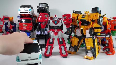 迷你特工队玩玩具:谁玩变形机器人最好呢