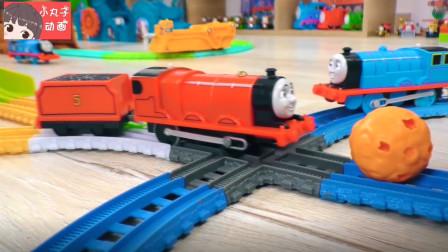 托马斯詹姆斯轨道玩耍小球 小火车排队出发