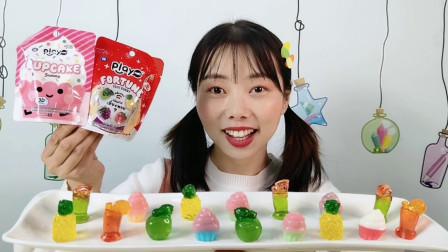 妹子开箱吃趣味橡皮糖,迷你冰淇淋苹果造型,果味香浓好甜蜜