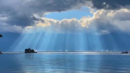 网友拍的大理洱海的阳光,好云好天气,真的是人间仙境