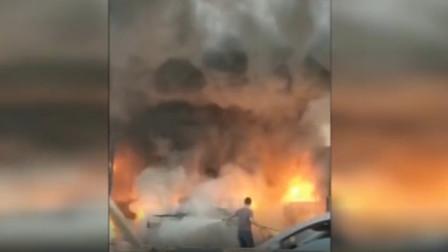 """可怕!汽修厂操作不慎致货车油箱起火,一男子瞬间被烧成""""火人"""""""