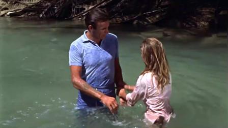 60年代经典冒险片,特工被敌军追捕,躲在水中逃过一劫