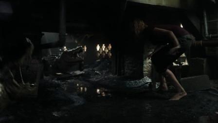 一部让人尖叫的灾难片,英勇女儿为救老爸,赤手空拳与巨型鳄鱼搏斗