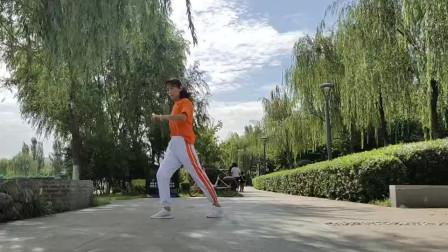 自演自拍跳到精疲力竭,真正的鬼步舞爱好者