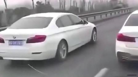 【现场直击】三辆宝马车恶意拦路,司机都快吓坏了,这是干嘛呢?