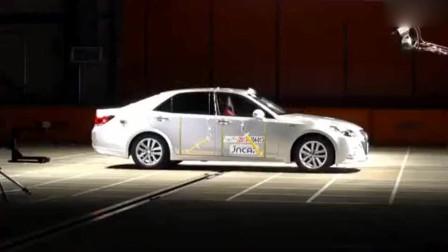 汽车评测,带你看看丰田皇冠碰撞测试,看完这个结果你还满意吗?