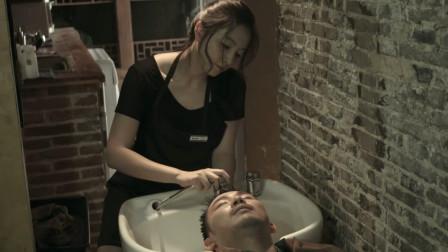 洗发小妹替人洗头,竟可以看透人心,于是用异能帮自己找了个老公