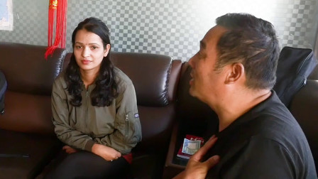 中国老哥在尼泊尔学尼语,漂亮的女老师一对一教学,收费太便宜了