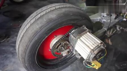 国外牛人把摩托车改装电动车在安装上汽车轮胎,真是脑洞大开!