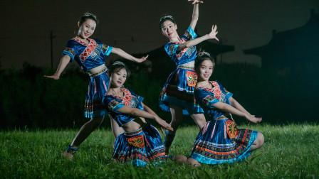 中国舞《花溪谣》,少数民族的服饰也很美