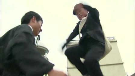 两个大男人欺负一个小孩,没想到小孩是个高手,出手瞬间打趴两人