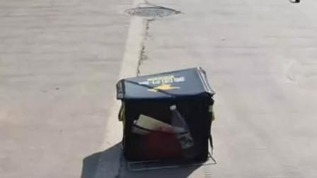 广西一小车司机开车打瞌睡 外卖小哥被追尾撞飞