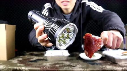 """世界上""""最亮""""的手电筒""""光通量""""达4100流明,强度能烤熟鸡蛋"""