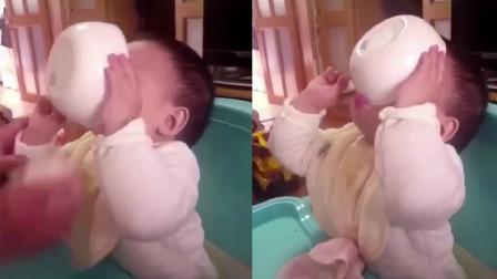 宝宝吃饭吃的太香,可把碗拿下来的瞬间,母亲却被眼前的一幕给笑翻