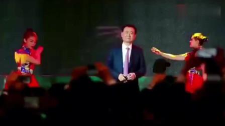 王健林一首《假行僧》,先不说唱的怎么样,这舞蹈我给满分