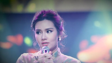 泰国美女歌手翻唱《甜蜜蜜》,唱出了邓丽君的几分韵味,激动流泪
