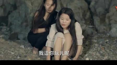 两位美女因为意外被困岛上,如何成功脱险,患难与共成了好姐妹。面对困境,克服重重困难自力更生。