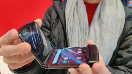 ZAKER科技现场上手摩托罗拉Razr,全球首款折叠屏翻盖手机