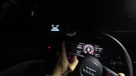 汽车实拍第一视角:德国夜间试驾2019款奥迪RS,发动机动力很充足