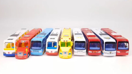 变形金刚玩具298:多款公交车和校车依次变身机器人展示