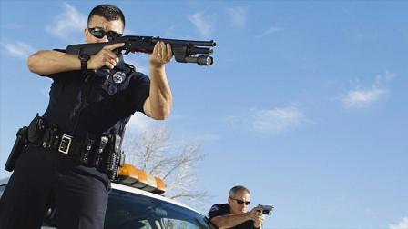 美国警察发出4次警告,男子却假装听不懂,结果丢了命!