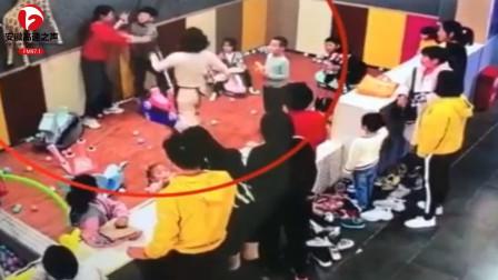 男孩游乐场遭两女子殴打,女子将男孩推倒不停脚踹,警方:已介入