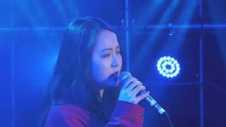 石白其唱响《蓝》,娓娓道来感情之难 大学生音乐节 20191115