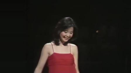 阿里山的姑娘(又名:高山青)|MV版(日本TBS电视节目)_1977日本东京新桥养乐多大厅(Yakult Hall)邓丽君 演唱