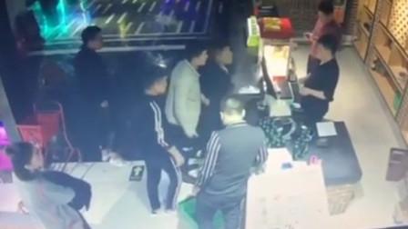 索要KTV美女服务员微信被拒 2男子怒砸17瓶啤酒
